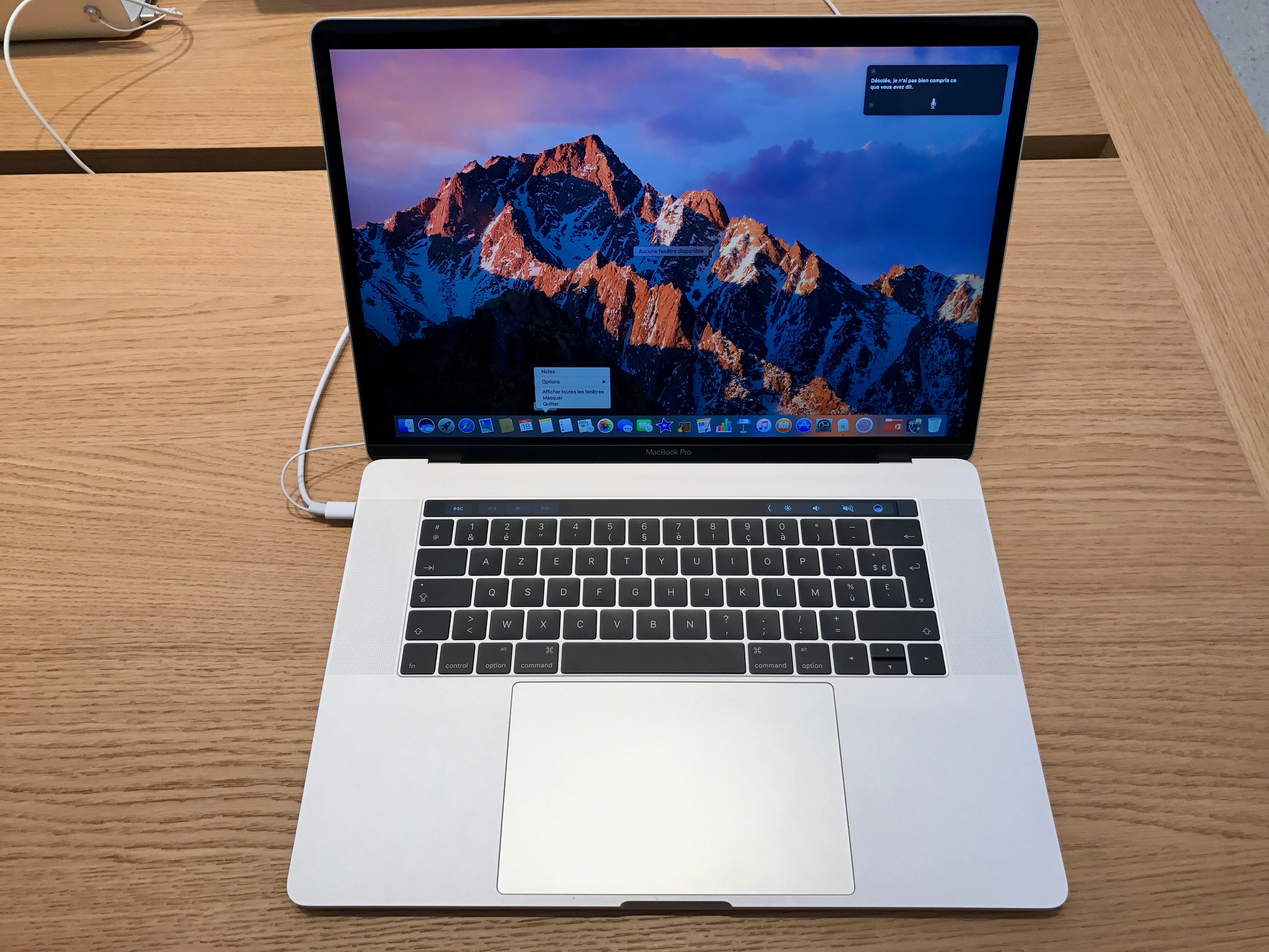 Apple aurait légèrement modifié le design interne des MacBook Pro pour éviter un problème lié à un câble bien court 1
