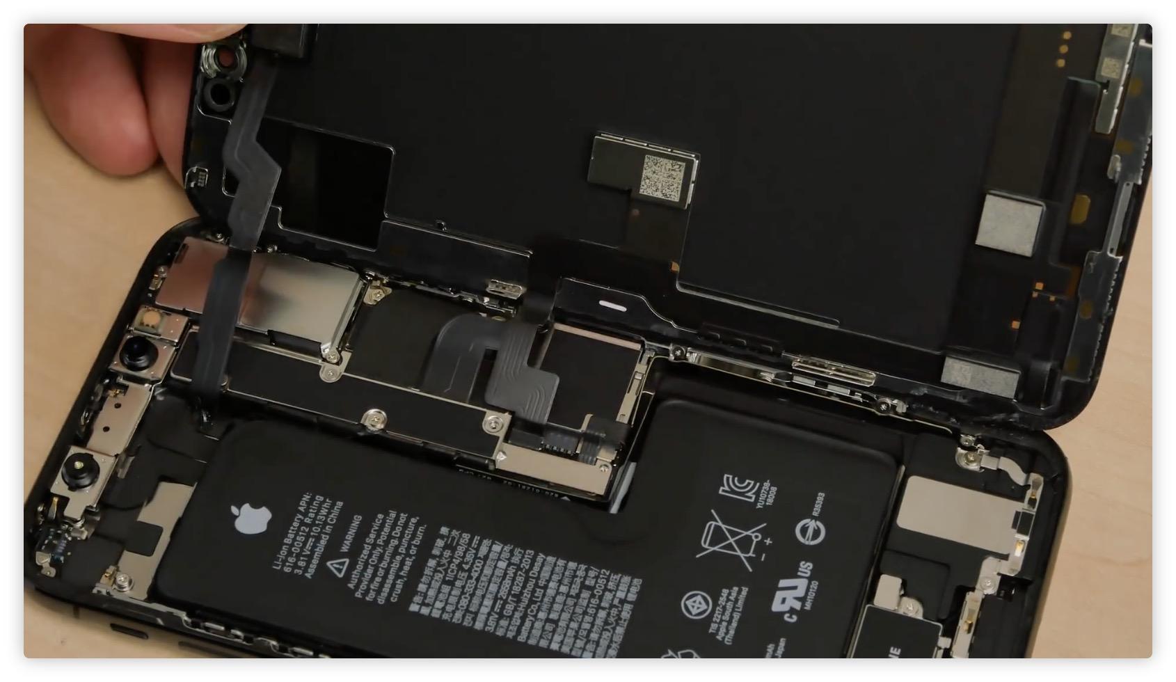 L'iPhone XS passe au démontage : la batterie est désormais vraiment en L 1