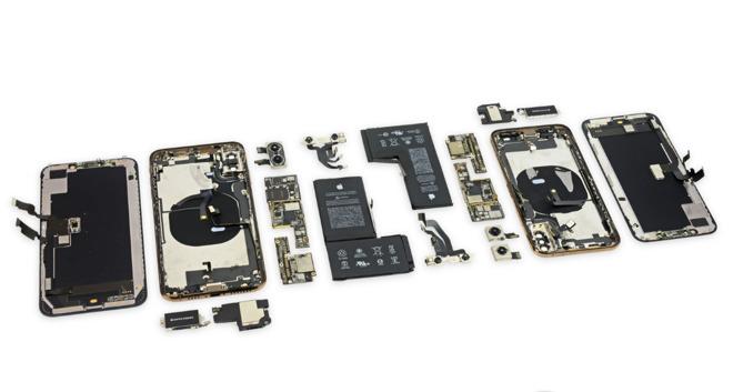 Ce qui change à l'intérieur des iPhone XS : puce de gestion batterie signée Apple et antennes 1