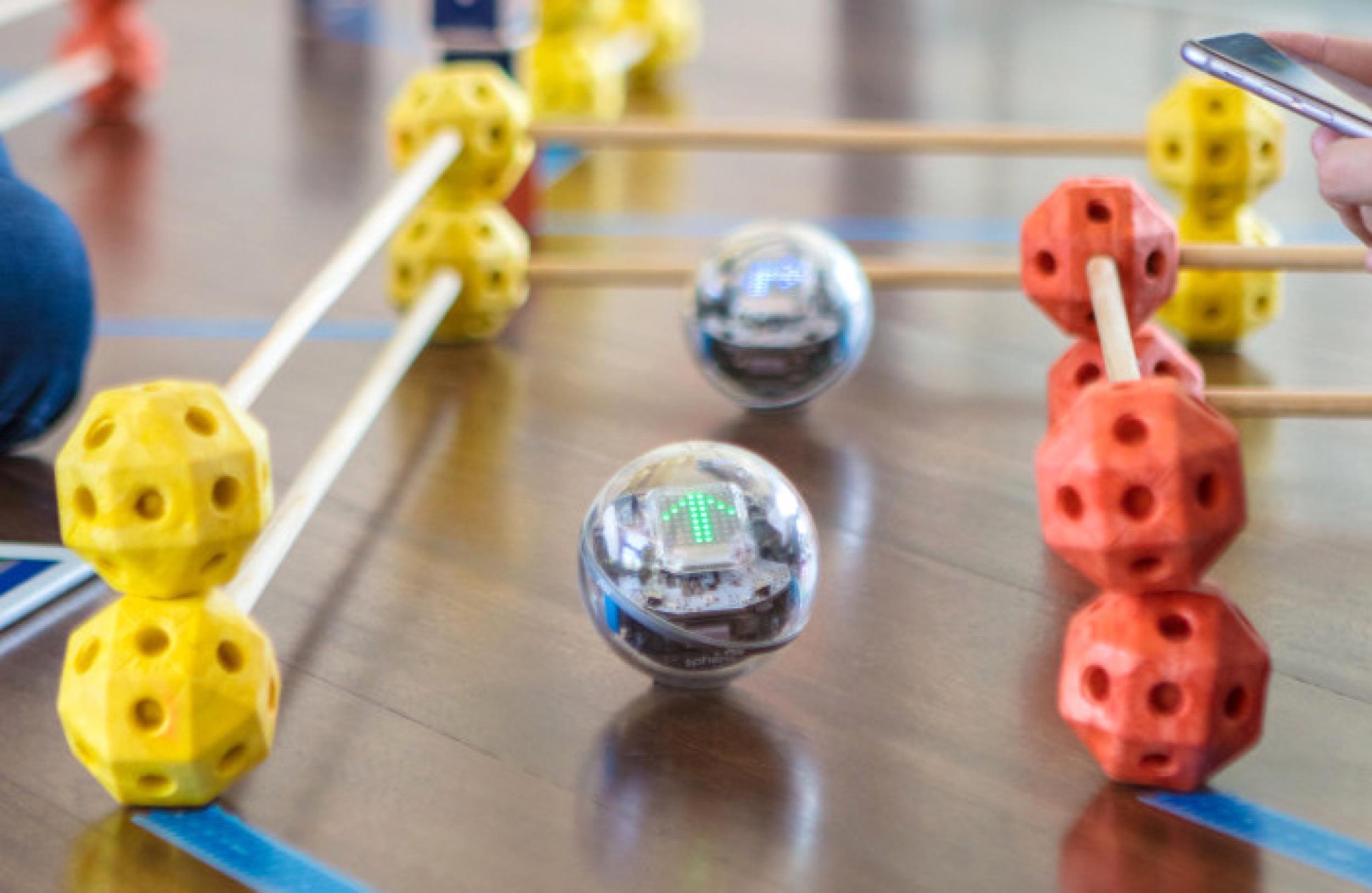 Un nouveau robot connecté arrive chez Sphero : voici Bolt et son afficheur LED 1
