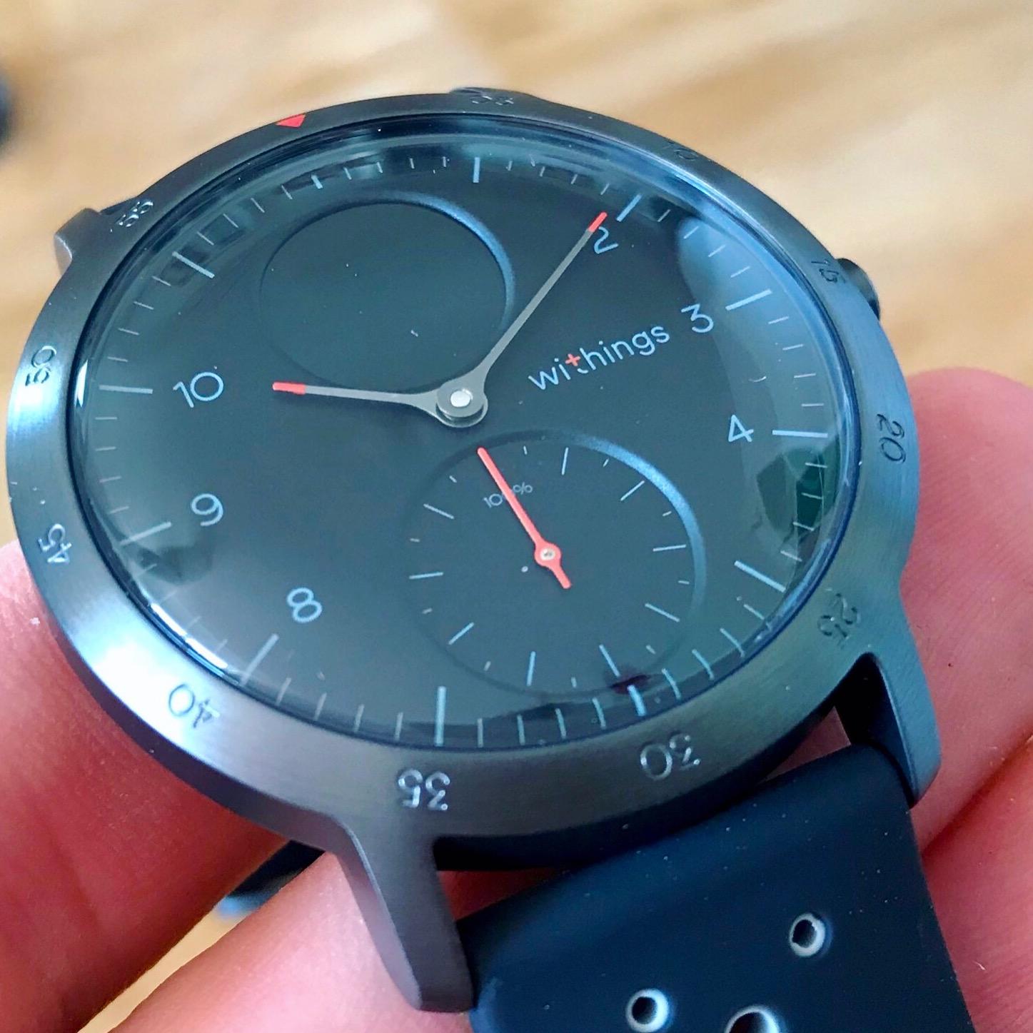 Test de la Steel HR Sport de Withings : une montre connectée pour la santé, cachée derrière des aiguilles mécaniques 1