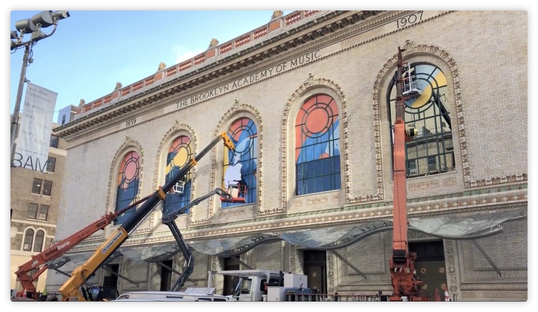 Le Gilman Opera House se pare des couleurs Apple avant la conférence de mardi (vidéo) 1