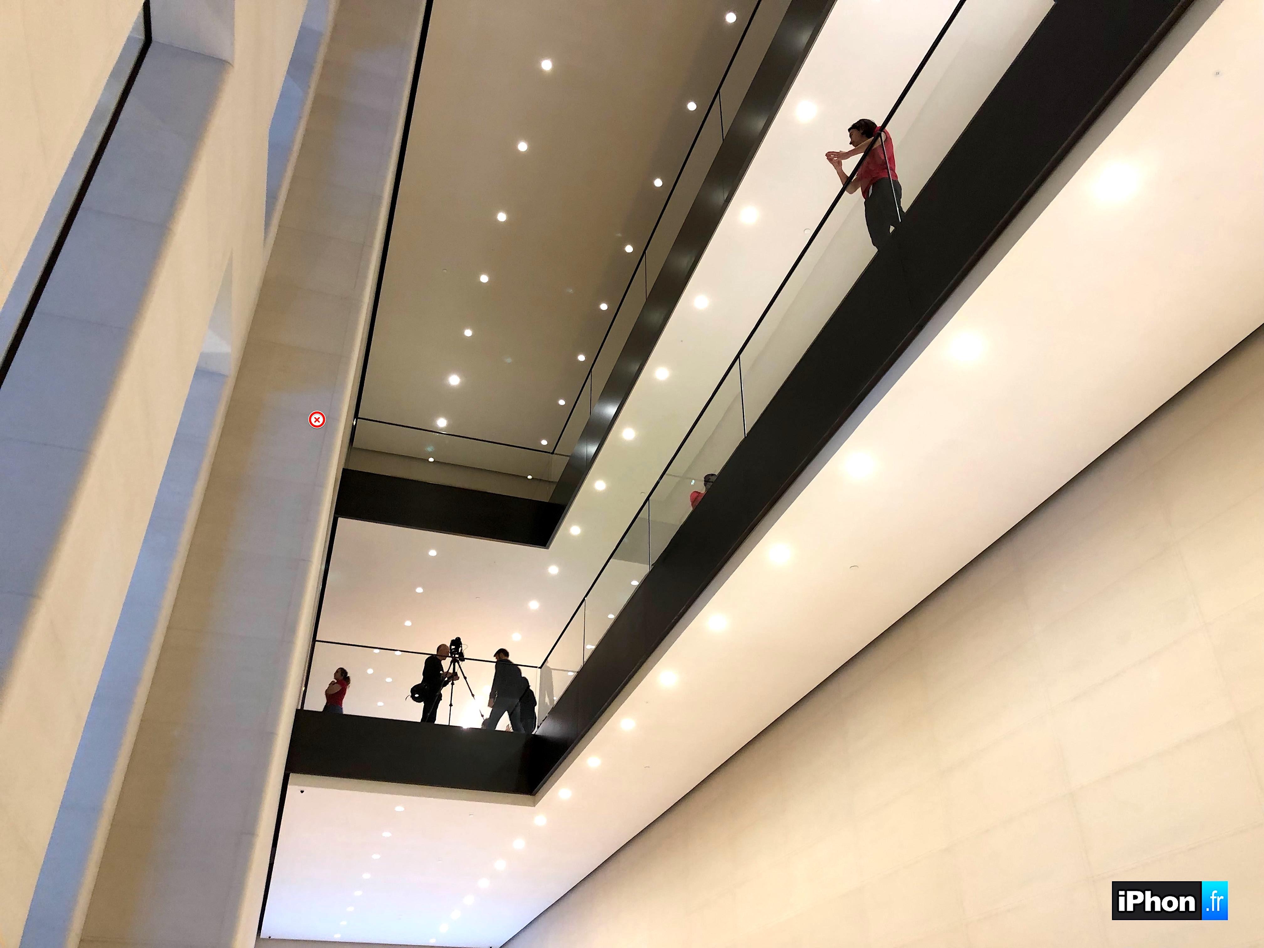 Visitez le nouvel Apple Store des Champs-Elysées avant son ouverture en vidéo 1
