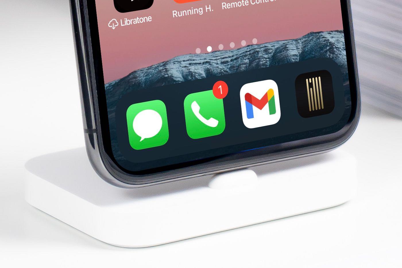 Dock apps iPhone iPad