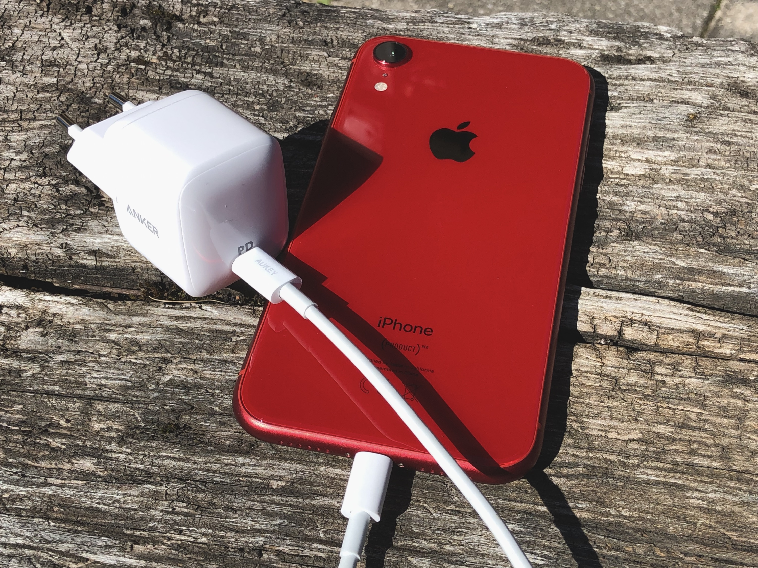 En promo coupon - Chargeur Anker Atom 1 : ultra compact et rapide compatible iPhone, iPad et Mac (photos) 1