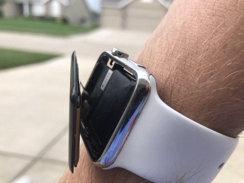 Plainte collective contre Apple pour des batteries Apple Watch gonflées ? 1