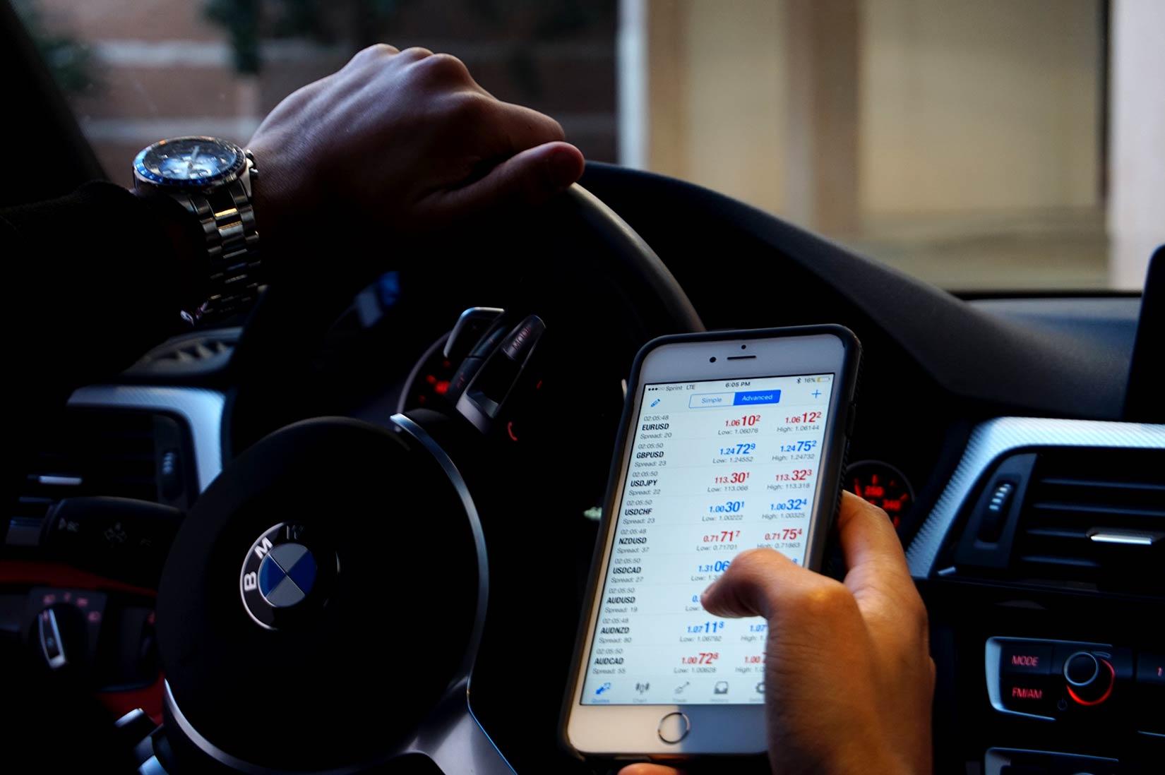 Étude US : le smartphone utilisé au volant plus fréquent chez les possesseurs d'iPhone que d'Android 1