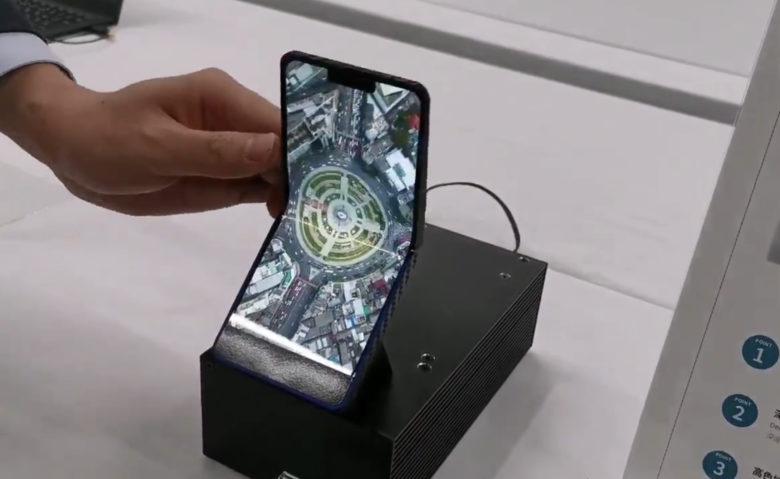 Sharp dévoile sa version du smartphone pliable... avec clapet ! 1