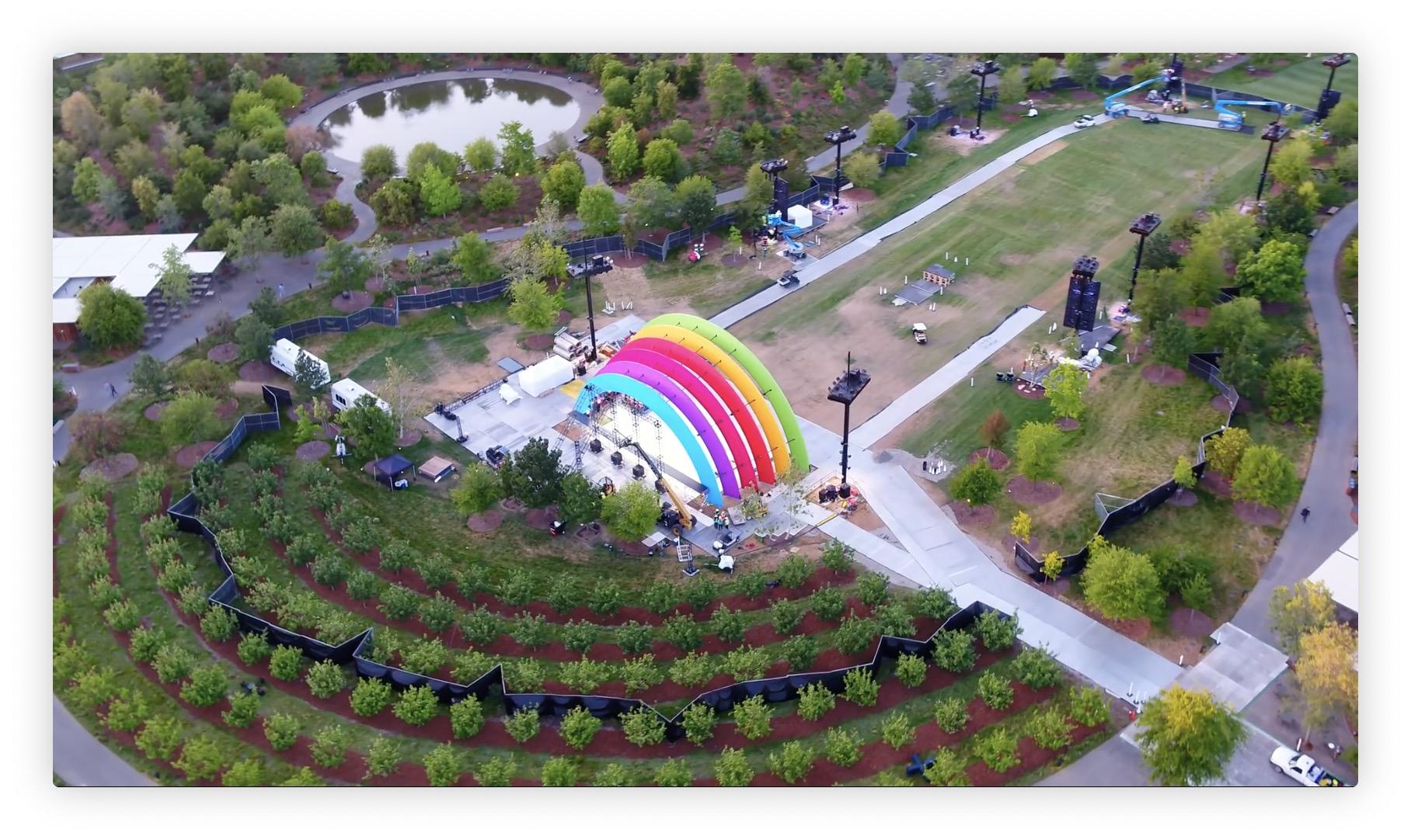 Six mois après, nouveau survol en drone de l'Apple Park... Où on fait la fête manifestement ! 1