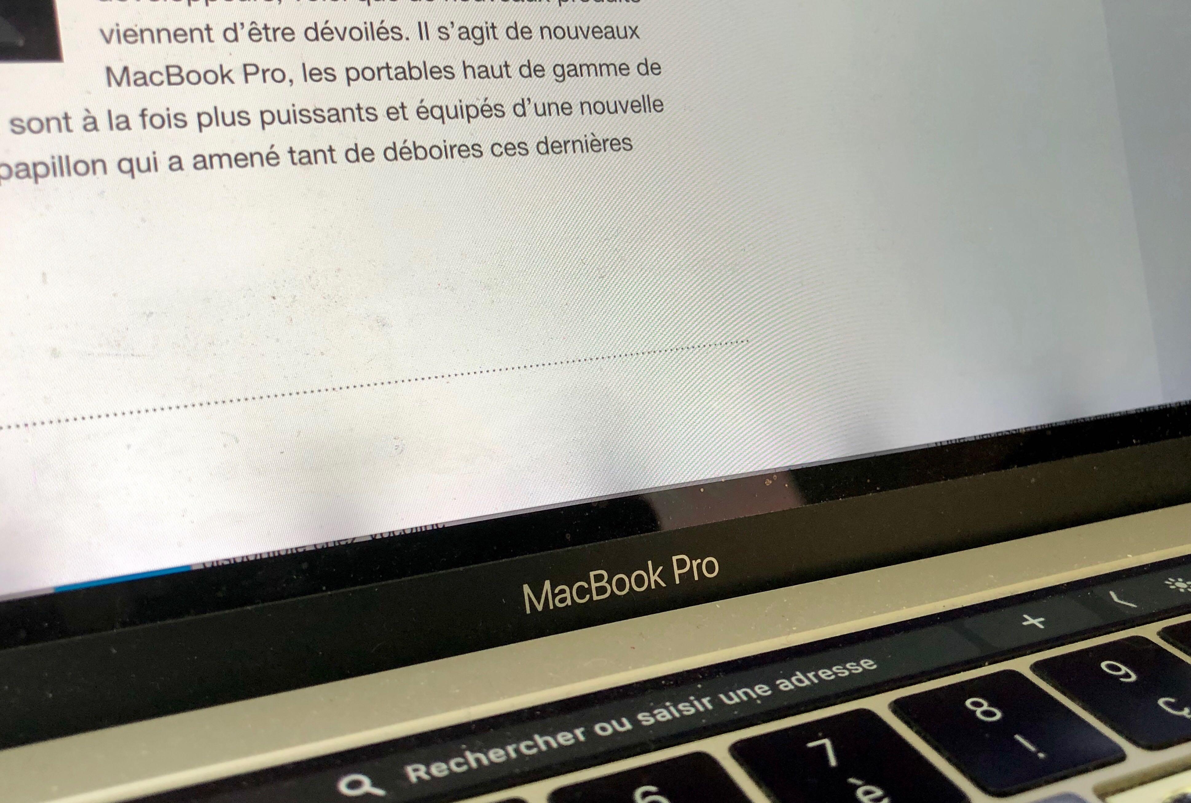 Apple va réparer gratuitement les MacBook Pro 2016 victimes de trainées sombres en bas de l'écran 1