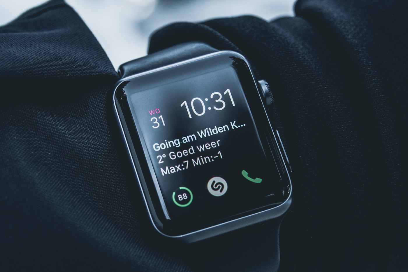 Apple Watch manteau noir