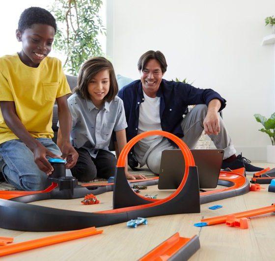 """Les tags NFC aussi utiles pour s'amuser chez Hot Wheels, avec le nouveau circuit """"Smart Track id"""" 2"""