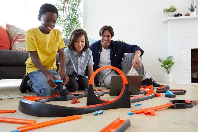 """Les tags NFC aussi utiles pour s'amuser chez Hot Wheels, avec le nouveau circuit """"Smart Track id"""" 1"""