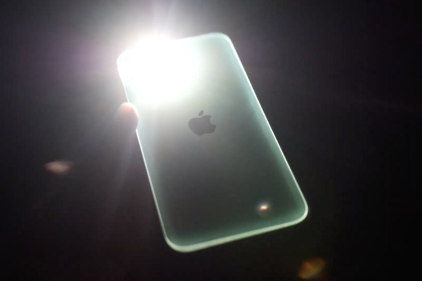 boitier iPhone 11 qui luit dans le noir