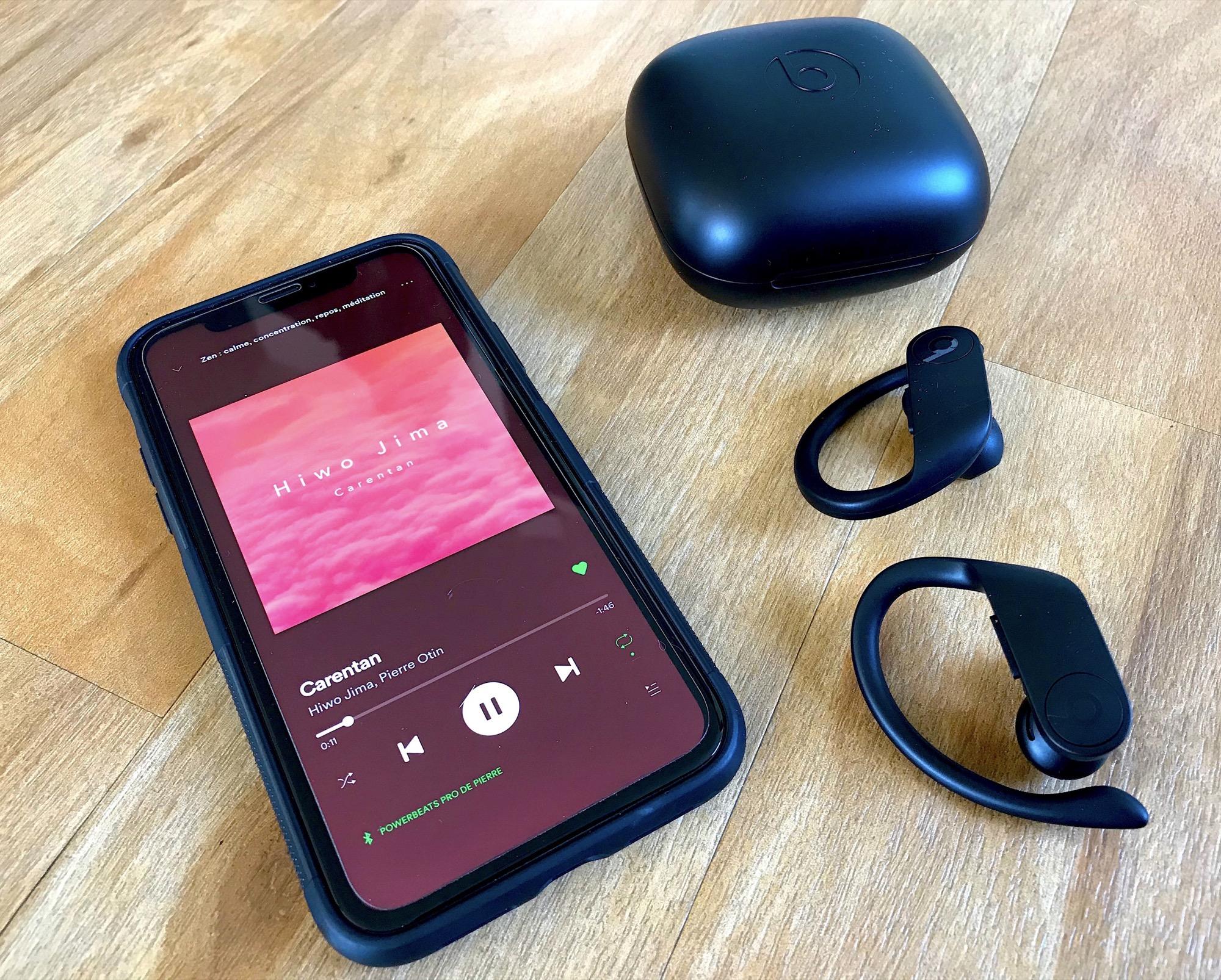 iPhone XR et oreillettes Powerbeats Pro