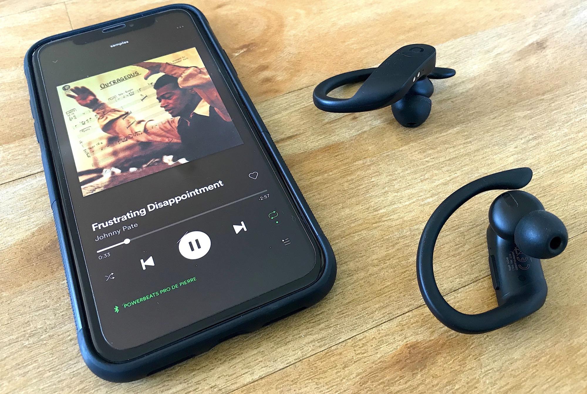 iPhone et oreillettes Powerbeats Pro