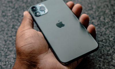 iPhone 11 Pro dans la main