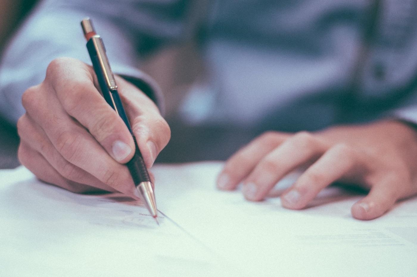 Feuille papier et stylo