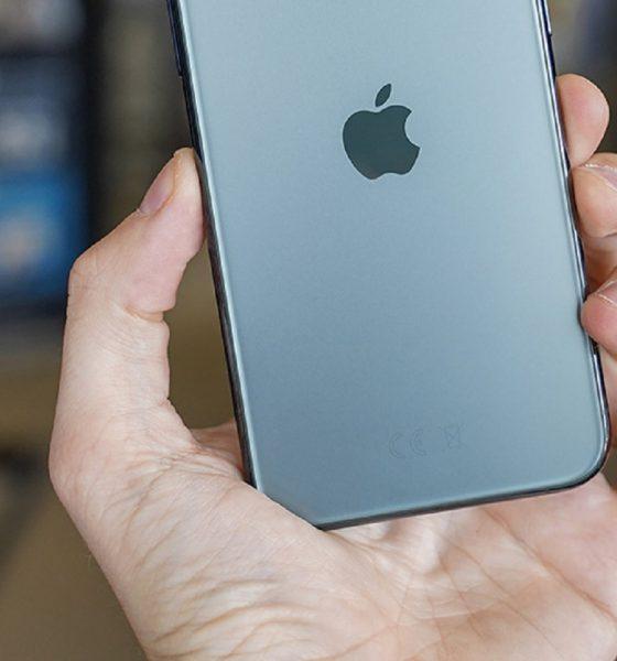 logo-apple-sur-le-dos-d-un-iphone