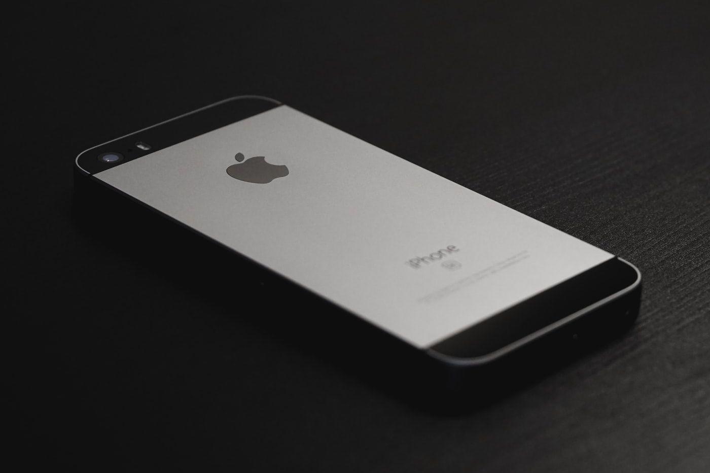 iPhone 5s noir et blanc