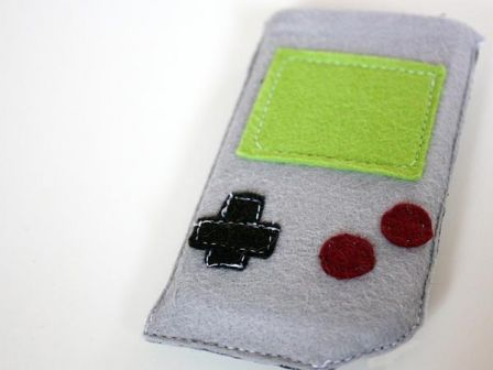 game-boy-iphone-pouch_2.jpg