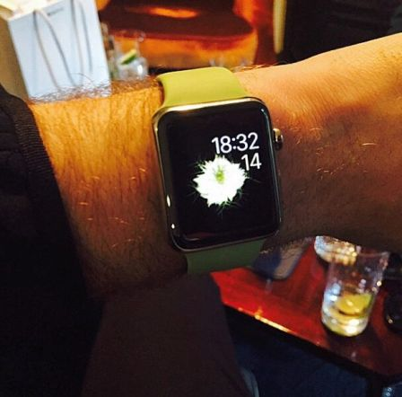 apple-watch-sam-smith-iphone.jpg
