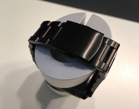 bracelet-acier-pas-cher-pour-apple-watch-gris-sideral-jetech-3.jpg