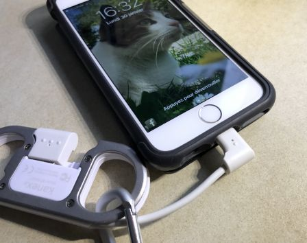 mousqueton-cable-lightning-iphone-10.jpg
