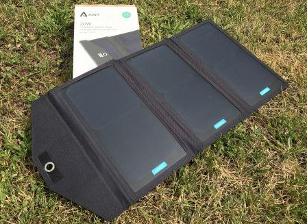 test chargeur solaire 3 panneaux 20 w 2 sorties usb pour iphone et autres accessoires. Black Bedroom Furniture Sets. Home Design Ideas
