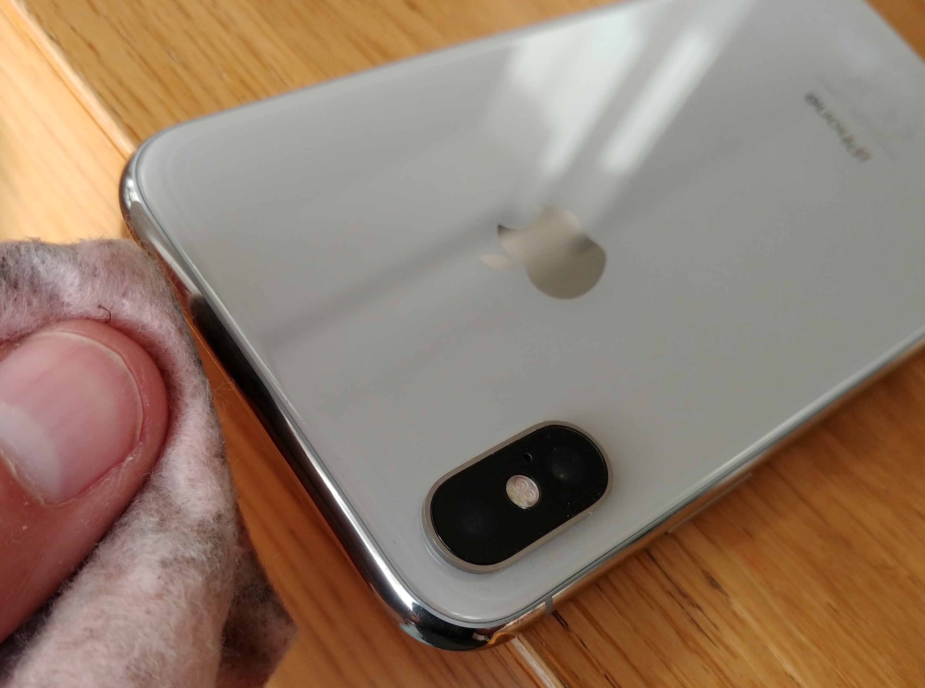 comment enlever rayures iphone X polish 4