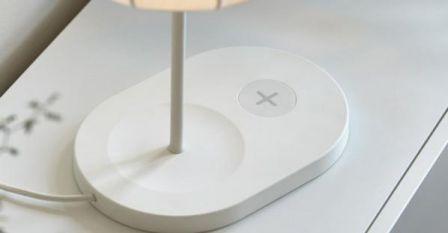 chez ikea les lampes servent aussi de chargeur pour smartphone. Black Bedroom Furniture Sets. Home Design Ideas