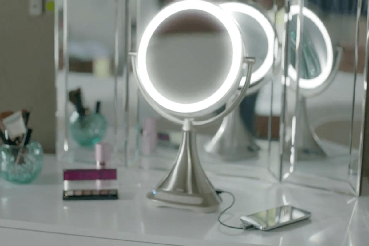 Ihome Sort Un Miroir Musical Avec Recharge Iphone