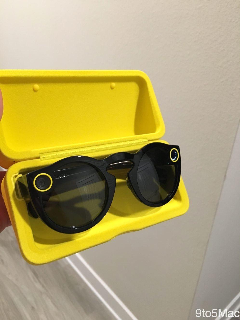 22a945ca43f7c Snapchat vend ses 1res lunettes dans la rue : elles s'arrachent ...