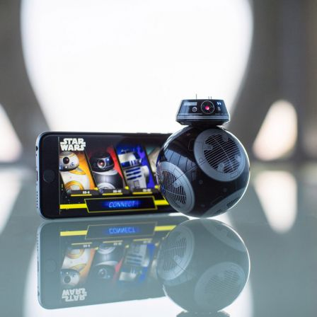 sphero-bb-9e-r2-d2-programmables-ipad-2.jpg