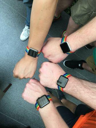 apple-watch-bracelet-gay-pride-3.jpg