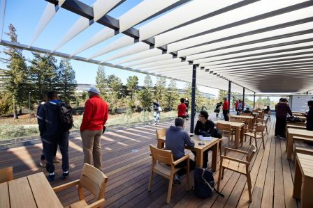 apple-park-visitor-center-deck-pation.jpg