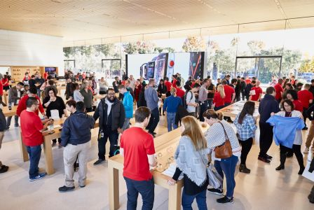 apple-park-visitor-center-opening-crowd-shopping.jpg