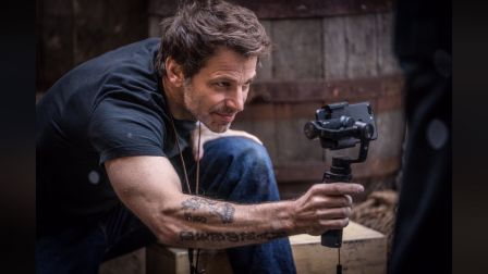 zack-snyder-iphone.jpg