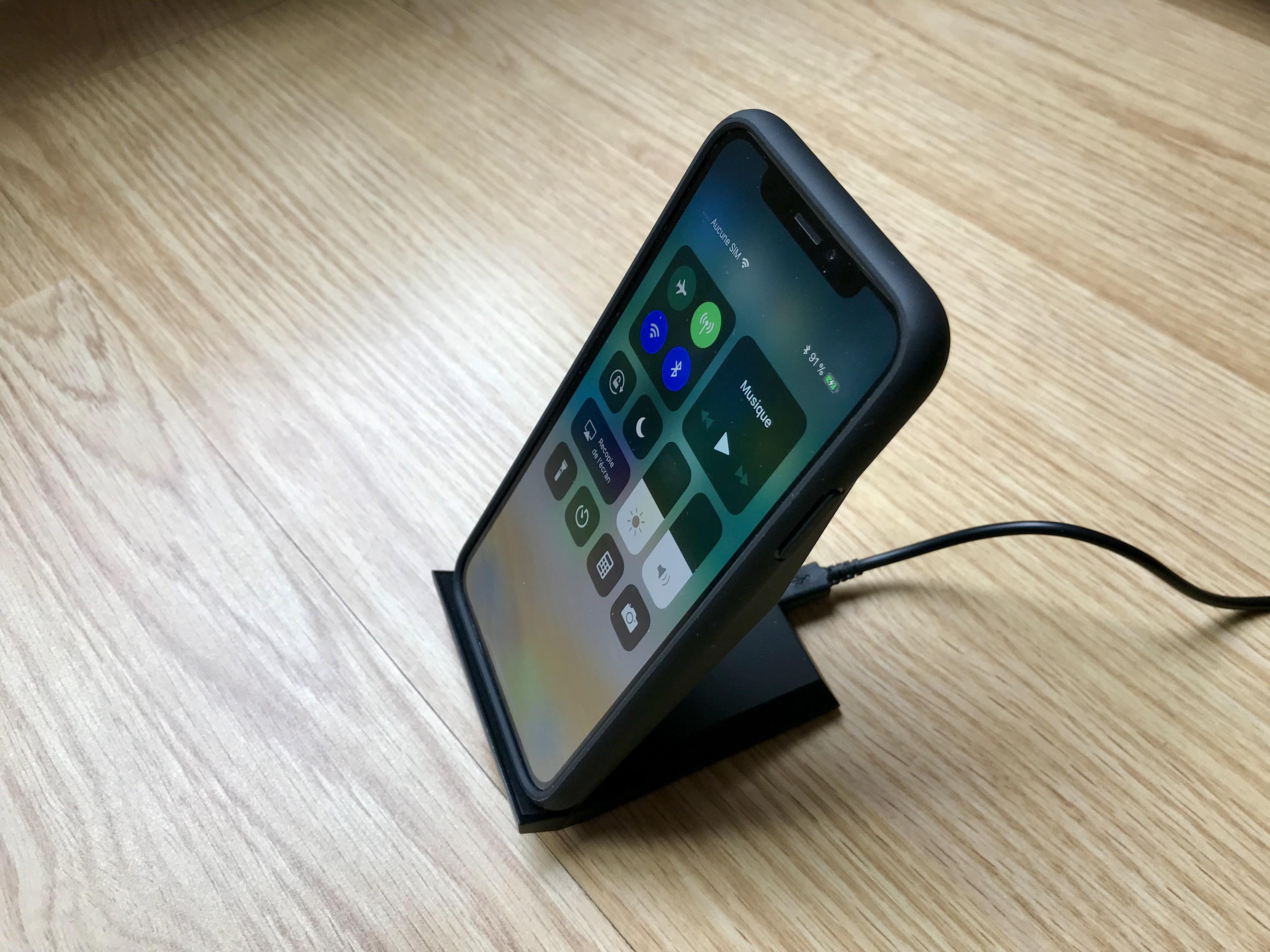 test du support chargeur sans fil qi choetech compatible iphone x iphone 8. Black Bedroom Furniture Sets. Home Design Ideas