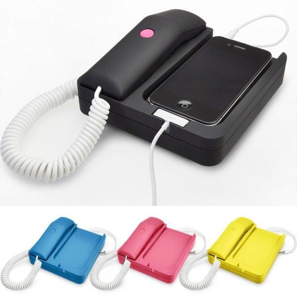 04,0035_LRG. Dans la famille des accessoires transformant votre iPhone en téléphone fixe