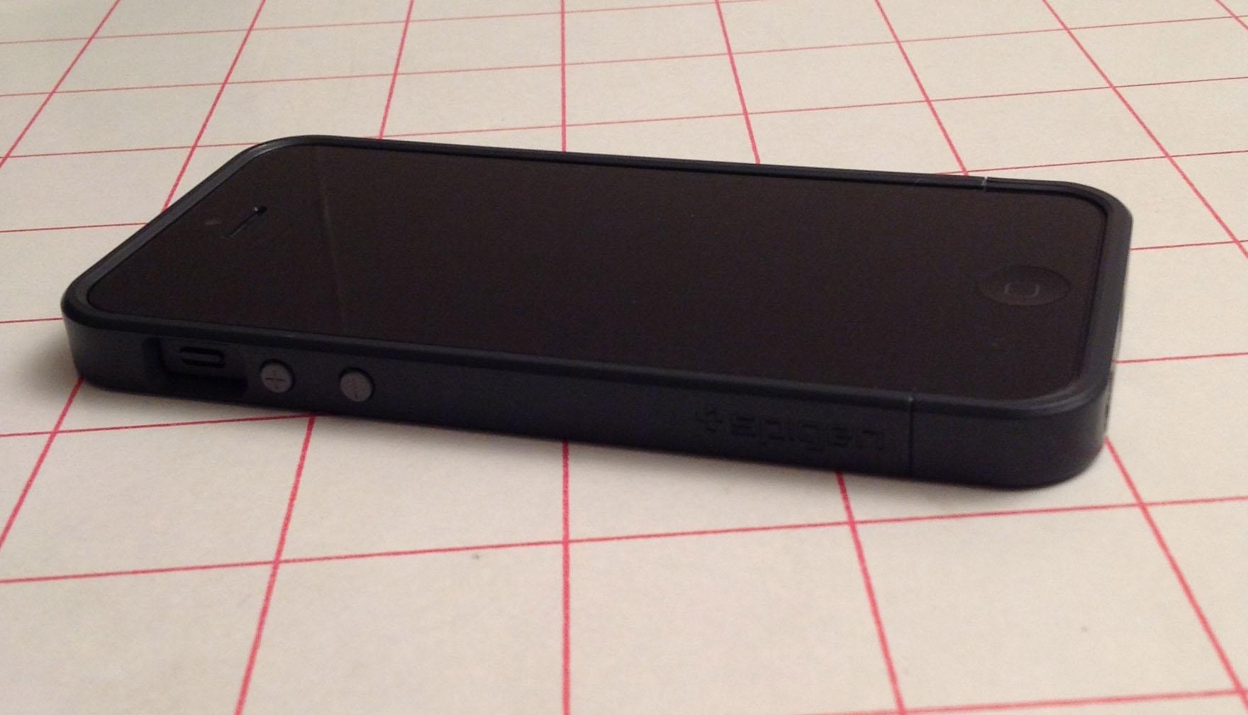 test de la coque iphone 5 sgp linear metal crystal pour. Black Bedroom Furniture Sets. Home Design Ideas