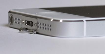 un petit accessoire pour accrocher l 39 iphone 5 partout iphone x 8 ipad et apple watch. Black Bedroom Furniture Sets. Home Design Ideas