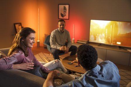 Philips ambiance le salon avec de nouvelles lampes connectées: Hue Signe et Play 3