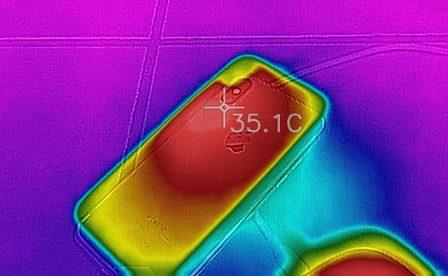 En promo flash courte / Test du chargeur sans-fil de Aukey: la recharge iPhone discrète et élégante 12