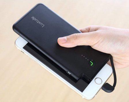 12 batteries avec câble ou prise iPhone intégré, faciles à ranger dans la poche ou le sac (MàJ) 3