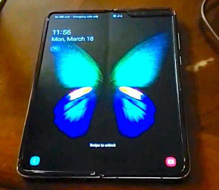 Smartphone pliable: première vidéo du Galaxy Fold en dehors de chez Samsung 3