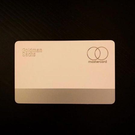 Photo des premières cartes de crédit Apple, avec leur packaging NFC 4